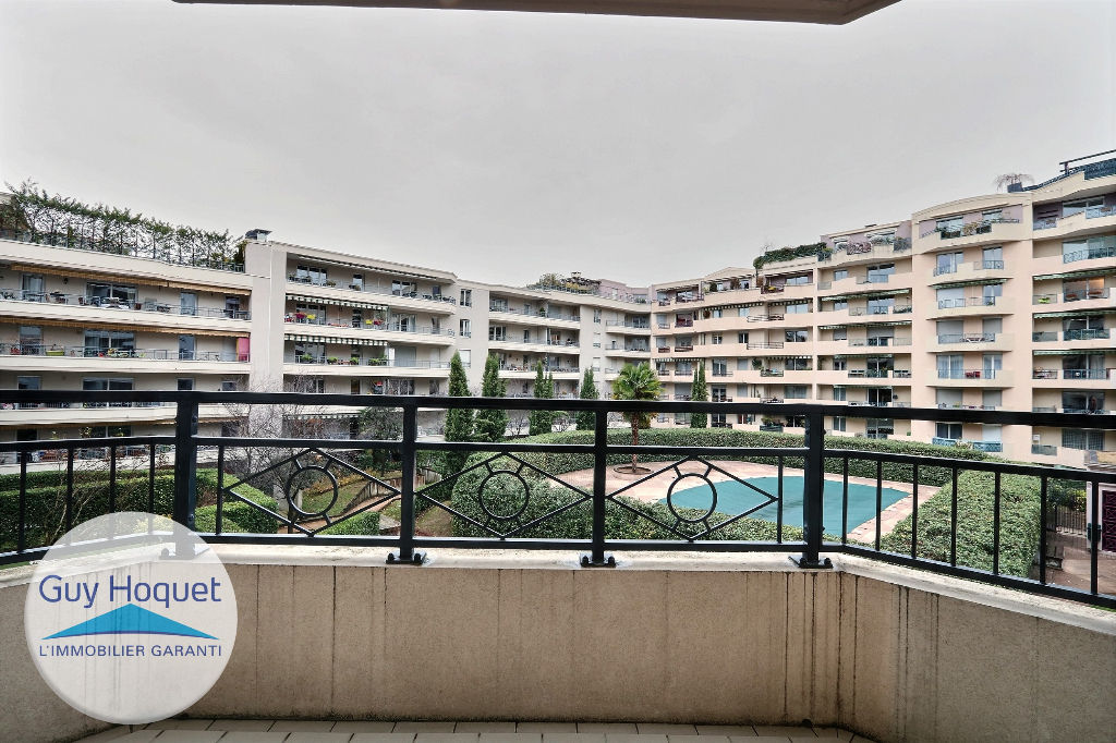 A vendre appartement 69003 lyon guyhoquet lyon 3 for Piscine charial